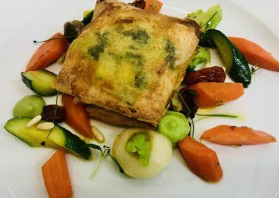 Fagottello croccante di verdure, fonduta di pecorino di Fossa, pomodorini canditi e nocciole